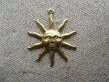 BRASS Sun with Rays 2個入り
