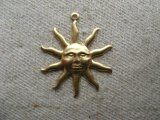 BRASS Sun with Rays 2個入り